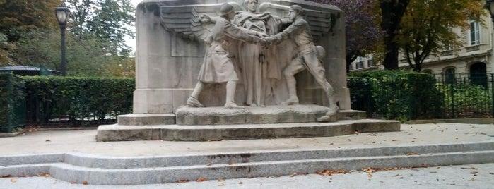 Place des États-Unis is one of Alejandro'nun Kaydettiği Mekanlar.