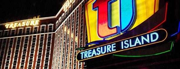 Treasure Island - TI Hotel & Casino is one of Cristina : понравившиеся места.