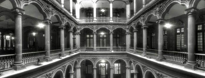 Antiguo Palacio del Ayuntamiento is one of Mayte'nin Beğendiği Mekanlar.