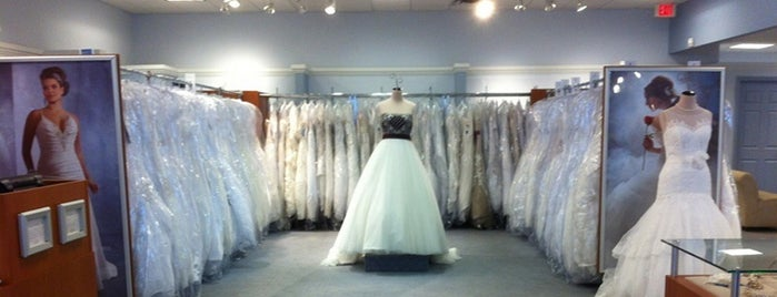 Alfred Angelo Bridal is one of Stephanie 님이 좋아한 장소.