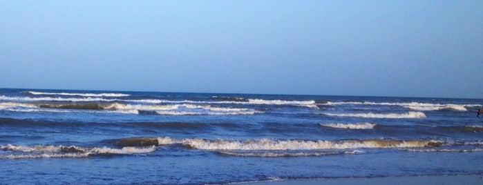 Playa Costa Azul is one of สถานที่ที่ Amanda ถูกใจ.