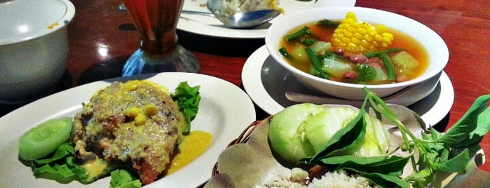 Ayam Tulang Lunak Hayam Wuruk is one of Must-visit Food in Bali.