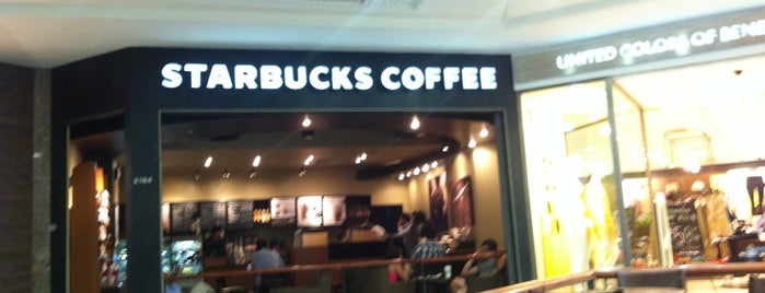 Starbucks is one of Lieux qui ont plu à Alberto J S.