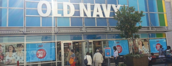 Old Navy is one of Tempat yang Disukai Alberto J S.