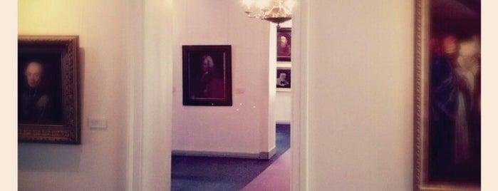 Vilniaus paveikslų galerija | Vilnius Picture Gallery is one of Tempat yang Disukai Carl.