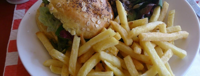 Le Chat Bossu is one of Burgers in Paris.
