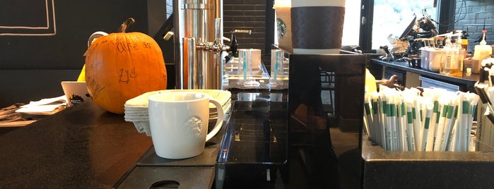Starbucks is one of Latonia : понравившиеся места.