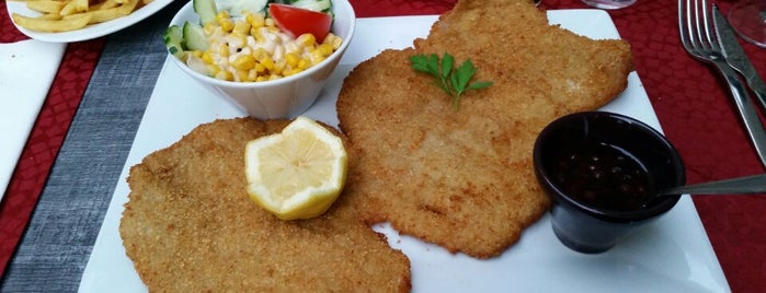 L'escalope is one of favorites restaurants.