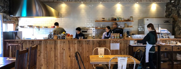 woong's kitchen is one of western.