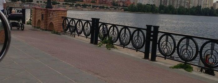 Оболонская набережная is one of выжить летом в городе.