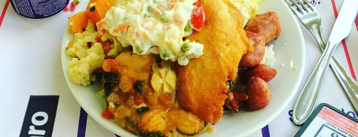Cafeteria Makro is one of Posti che sono piaciuti a Julio.