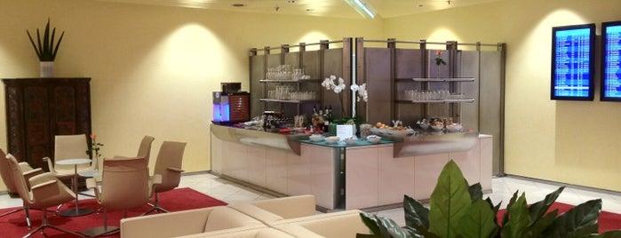 Atlantic Lounge is one of Locais curtidos por Kuh.