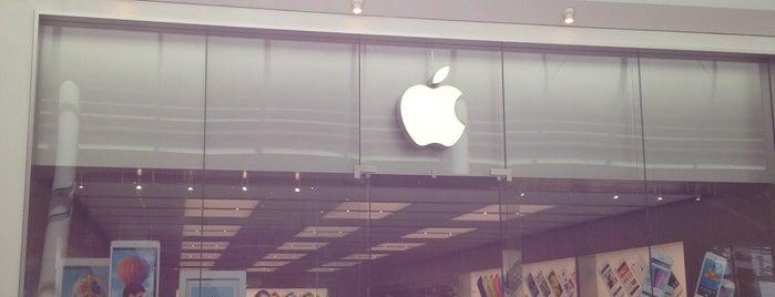 Stormfront Apple Store is one of Lieux qui ont plu à James.