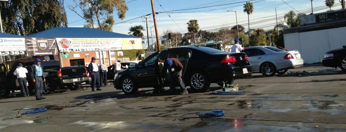 Playa Vista Car Wash is one of Zacharyさんのお気に入りスポット.