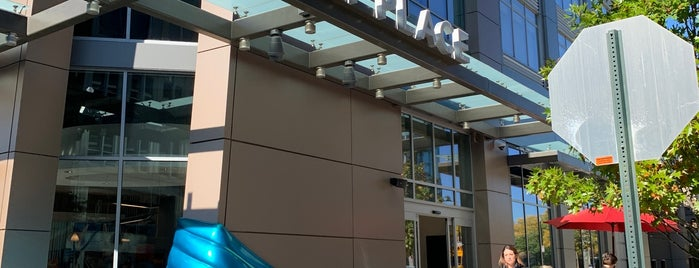 Hyatt Place Arlington/Courthouse Plaza is one of Posti che sono piaciuti a Allison.