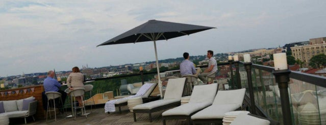 The Rooftop Bar at Mason & Rook is one of Orte, die Leandro gefallen.