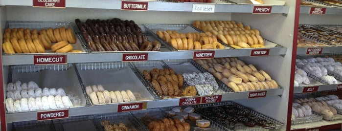 County Donuts is one of Rockin the suburbs.