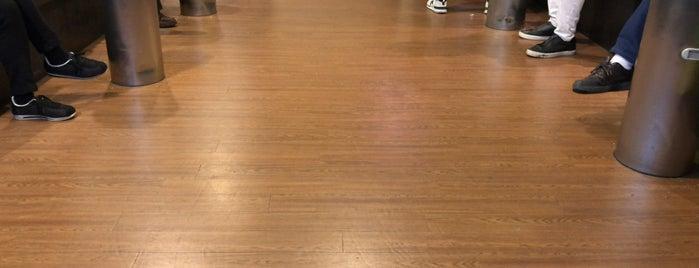 第1ターミナル喫煙室 is one of Lounges.