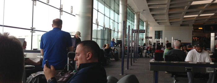 Concourse A is one of Orte, die Jonathan gefallen.