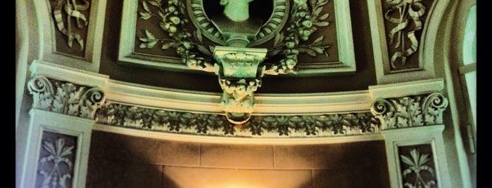 Музыкальный театр «Зазеркалье» is one of Valeria : понравившиеся места.