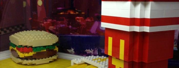 The LEGO Store is one of Locais curtidos por Jamieb.