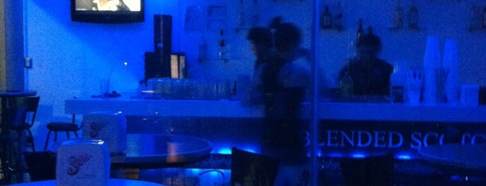 Lobby Bar is one of Bares.