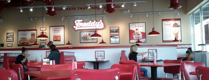 Freddy's Frozen Custard & Steakburgers is one of Tempat yang Disukai Andres.