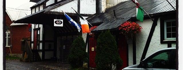 Ashton Pub is one of Tempat yang Disimpan Darcy.