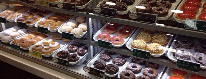 Krispy Kreme is one of Марина: сохраненные места.
