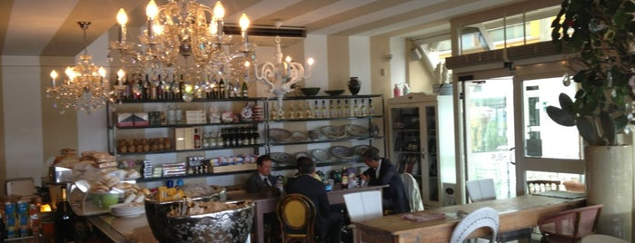 Operaprima Café is one of Tempat yang Disukai Silvia.