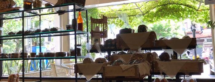Bali Bakery (Patisserie & Cafe) is one of Tempat yang Disukai Gondel.