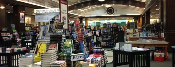 Barnes & Noble is one of Cezary : понравившиеся места.