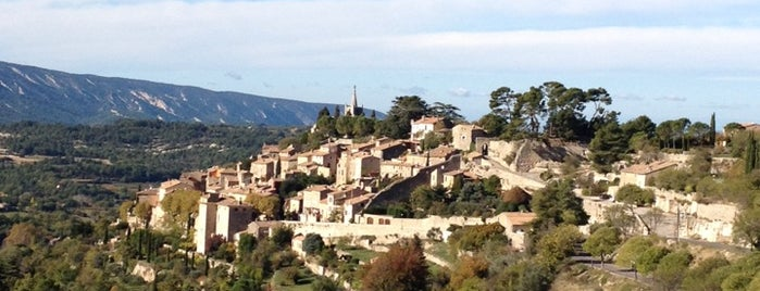 Bonnieux is one of Luberon adresses.