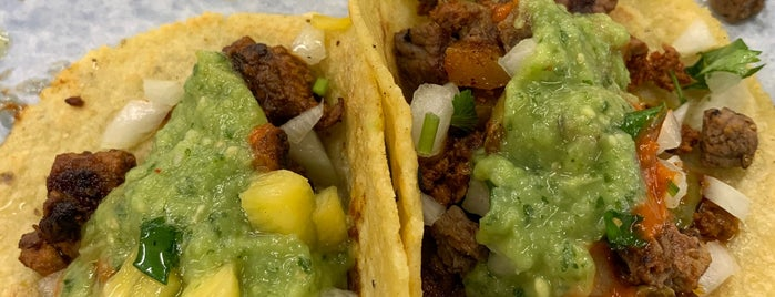 Carmelo's Tacos is one of สถานที่ที่บันทึกไว้ของ Dat.