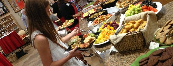 Melissa's Produce is one of Lugares favoritos de Priscilla.