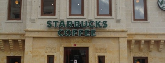 Starbucks is one of Orte, die HasanKartal gefallen.
