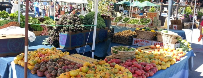 Castro Farmers' Market is one of Vegetarian.
