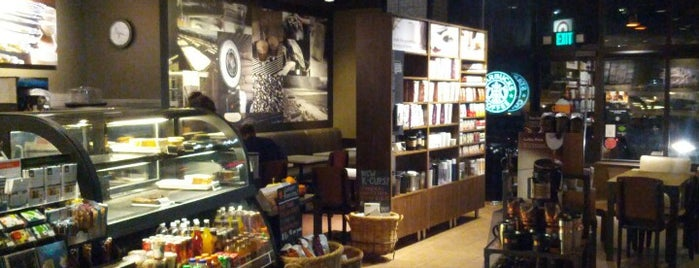 Starbucks is one of Tempat yang Disukai David.