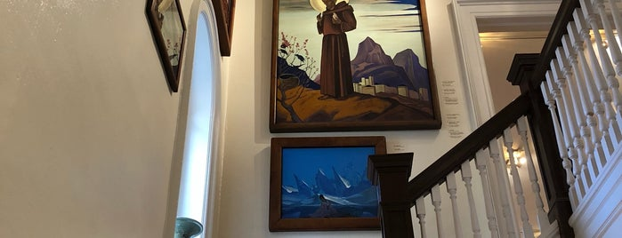 Nicholas Roerich Museum is one of Lugares favoritos de Sasha.