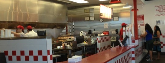 Five Guys is one of Posti che sono piaciuti a Alberto J S.