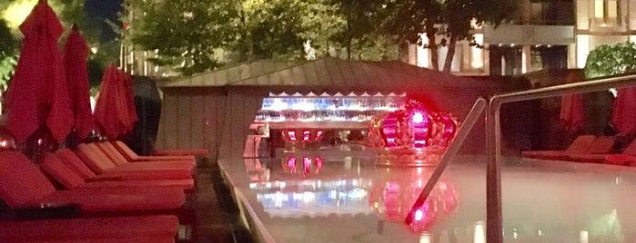 Pool Bar is one of Lugares guardados de Beatriz.