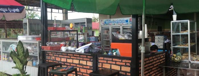 Sorya Monorom Restaurant is one of Ankor 님이 좋아한 장소.