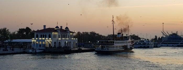 İstanbul Kitap Kafe is one of Görülmesi Gereken Yerler.