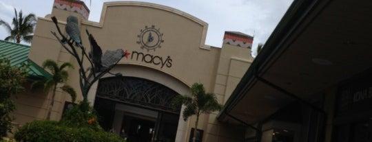 Macy's is one of Locais curtidos por Christa.