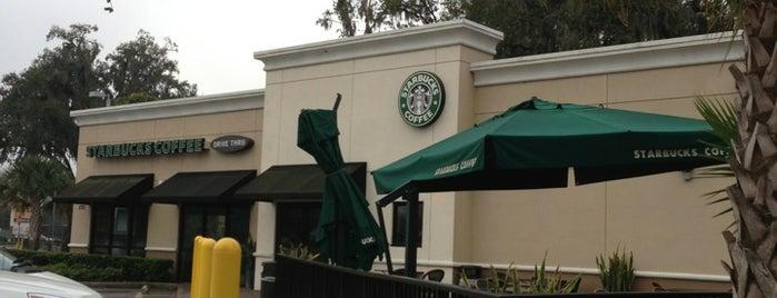 Starbucks is one of Orte, die Bayana gefallen.