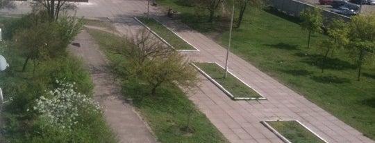 Аллея на Тростянецкой is one of Tempat yang Disukai Elena.
