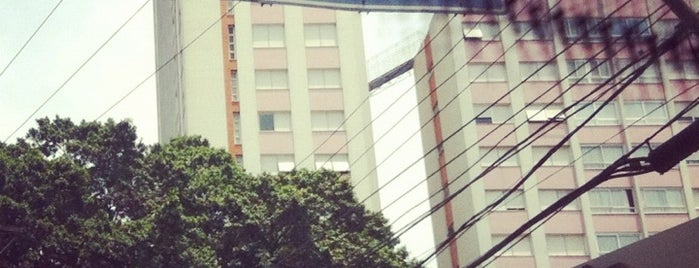 Moinhos de Vento is one of สถานที่ที่ Jeferson ถูกใจ.