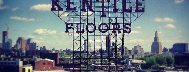Kentile Floors Sign is one of สถานที่ที่ Lynn ถูกใจ.