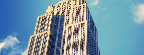 Edificio Empire State is one of Lugares favoritos de Sir Chandler.
