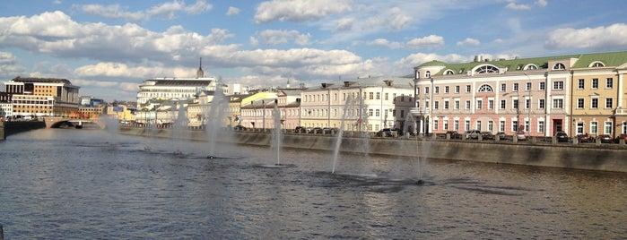 Bolotnaya Square is one of Парки / Погулять.